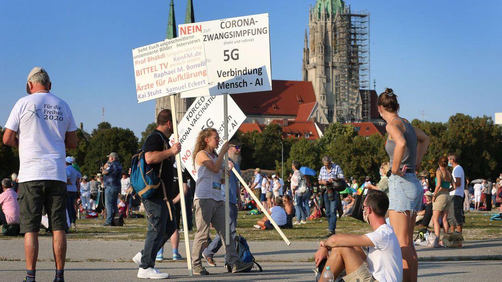 Unos 10.000 negacionistas se manifiestan en Múnich contra las restricciones impuestas por el coronavirus