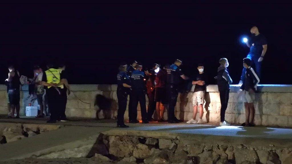 Multados 73 jóvenes por no llevar mascarilla durante un control de botellón en Sitges (Barcelona)