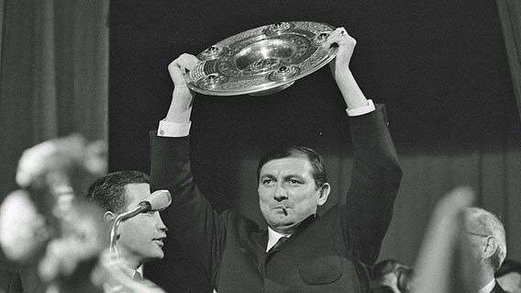 Branko Zebec celebrando un título con el Bayern