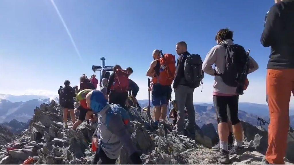 Masificación en el Alt Pirineu y colas sin mascarila ni distancia para sacar la mejor foto