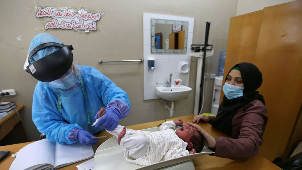 Revisión a un bebé en Israel