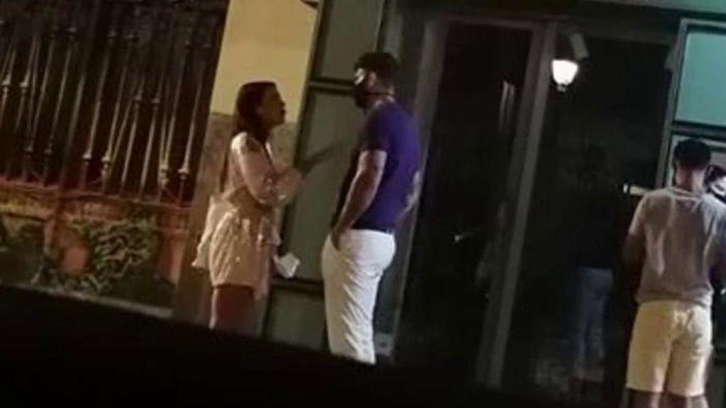 Diego Matamoros y Carla Barber protagonizan una bronca en plena calle