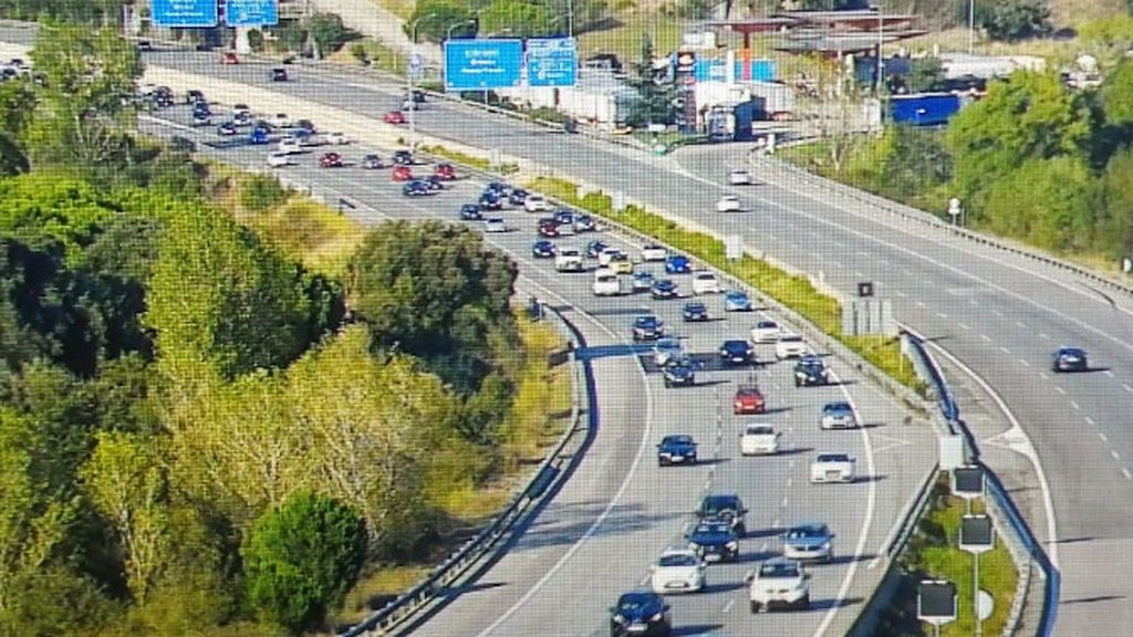 Retenciones de más de diez kilómetros en las carreteras catalanas después del puente por la Diada
