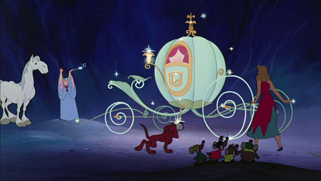 Una boda de princesa Disney: una calesa inspirada en La Cenicienta recorre las calles de Sevilla