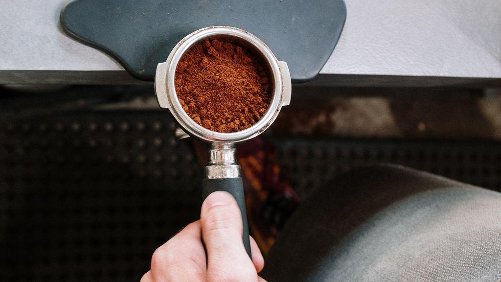 El café nos hace felices, pero sus posos más: cinco usos que no conocías para este sedimento