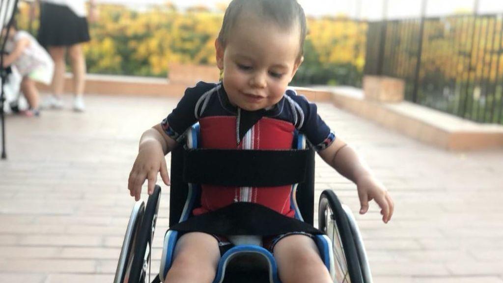 """Encontradas las férulas del niño de dos años con atrofia muscular espinal: """"He recuperado la esperanza en el género humano"""""""