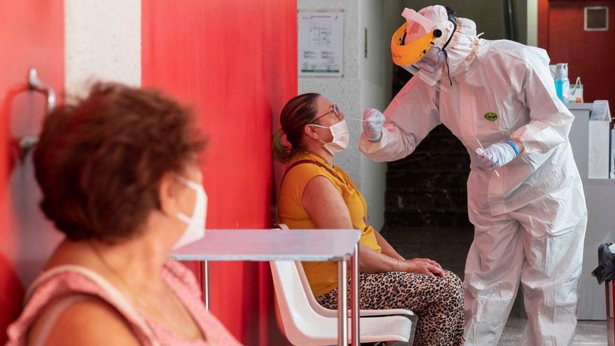 Un brote con una decena de positivos obliga a aislar una planta del Hospital Insular de Gran Canaria