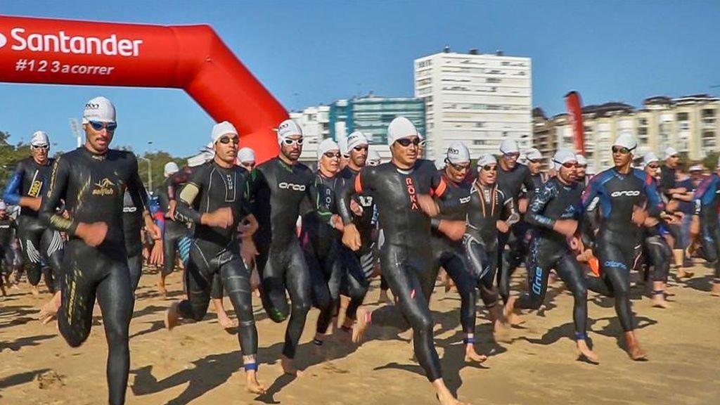 Sin mascarilla y sin guardar distancias: la foto de Revilla que desató la polémica en el Triatlón de Santander