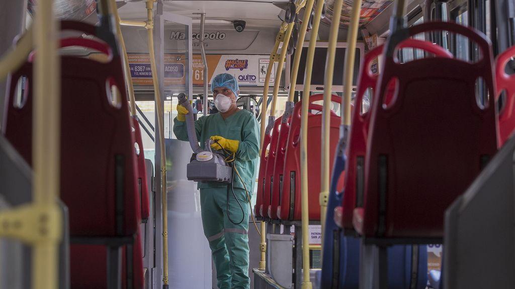 Un paciente de coronavirus contagió a 10 personas en un autobús: nuevas evidencias de contagios a través del aire