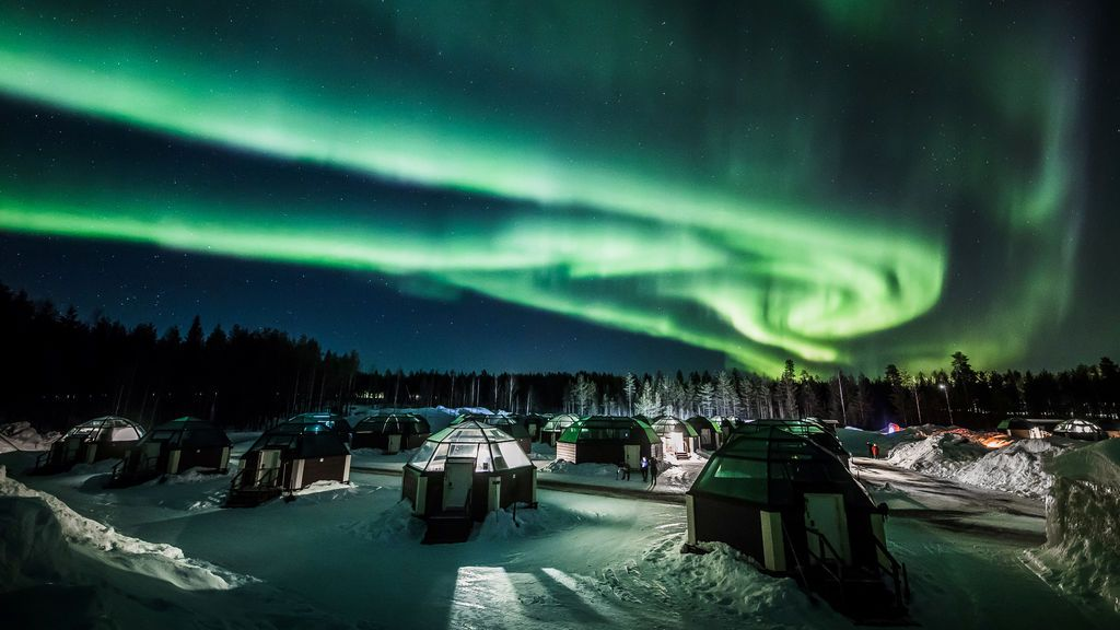 Espectáculo de las auroras boreales en el cielo de Finlandia