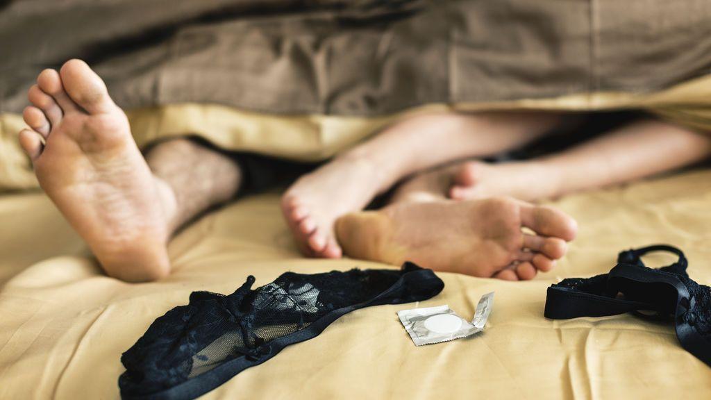 El 57% de los españoles fantasean con acostarse con una persona diferente a su pareja, según un estudio