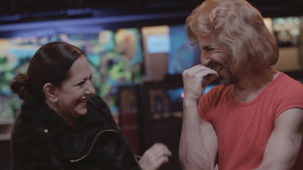 """La sorpresa de Santi Millán a Yolanda Ramos vestido como su ídolo de la juventud, Leif Garret: """"Pues estás muy bueno"""""""
