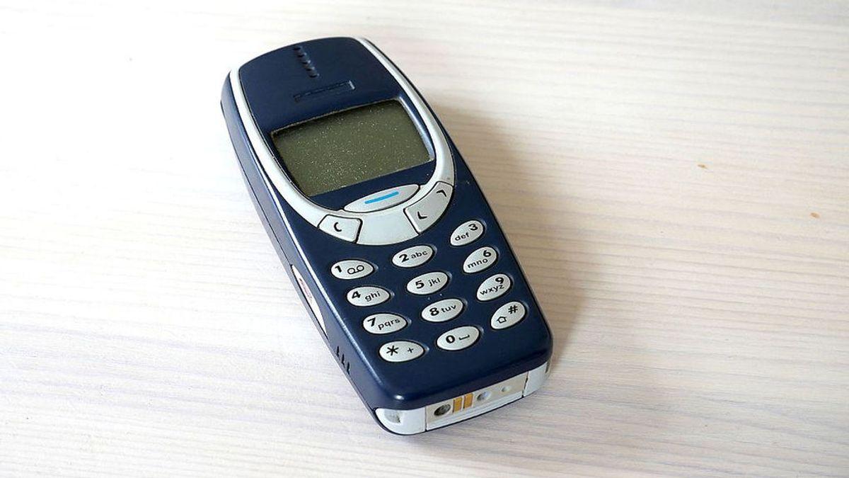 Ni granadas ni aplastamiento: vuelven a demostrar que el Nokia 3310 no era un móvil sino un 'Terminator'