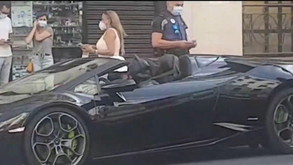 """Denuncian a un 'youtuber' disfrazado de Batman en un coche de lujo por la Gran Vía: """"De vuelta a la Batcueva"""""""