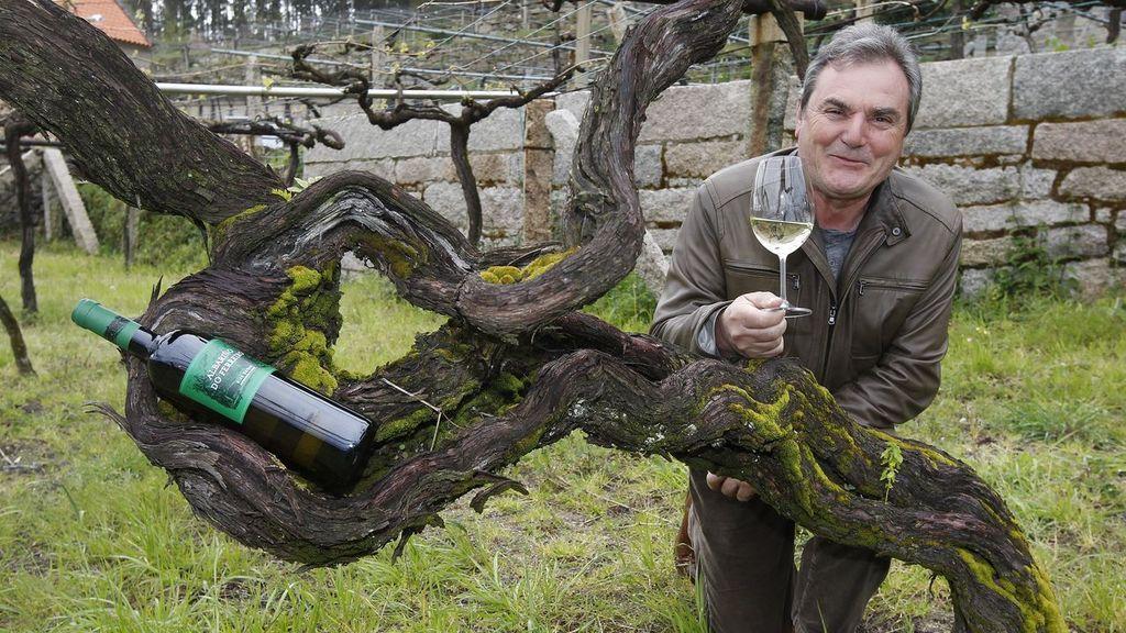 Gerardo Méndez con su vino Do Ferreiro Cepas Vellas