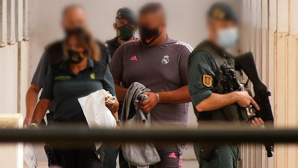 Uno de los detenidos llega a los juzgados de Algeciras