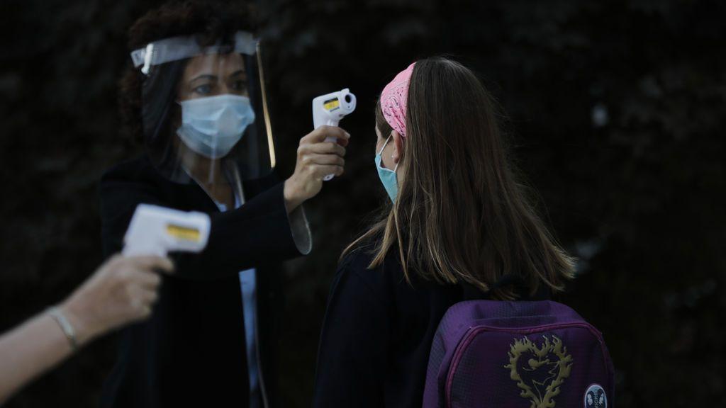 Los casos de covid-19 en Madrid disparan el caos y el desconcierto en colegios y familias ante la falta de respuesta de Salud Pública