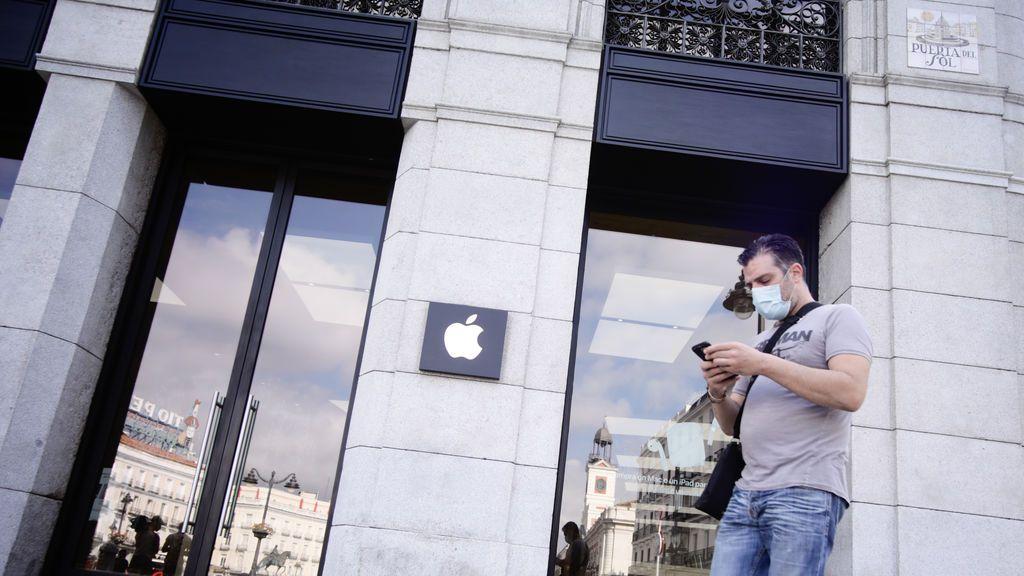Gomas ajustables, triple filtro y aspecto FFP2: la mascarilla de los trabajadores de Apple que no está a la venta