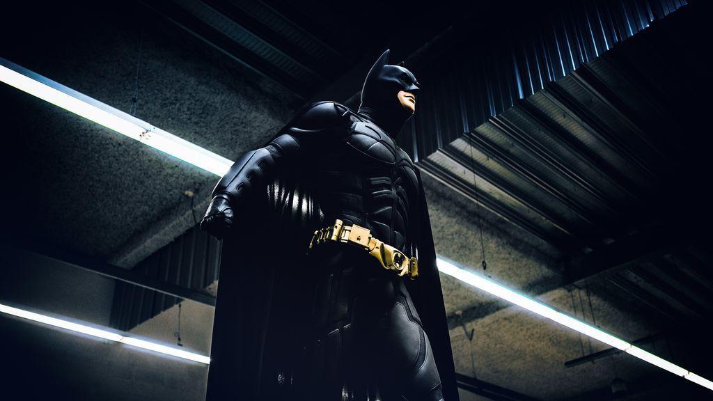 """Pillan a """"Batman"""" conduciendo por la Gran Vía de Madrid un coche de lujo sin la documentación en regla"""