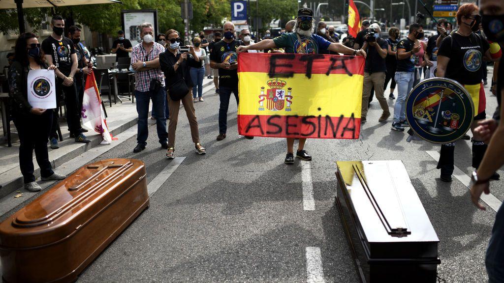Ataúdes frente al Congreso: Jusapol acusa al Gobierno de despreocuparse por las Fuerzas y Cuerpos de Seguridad