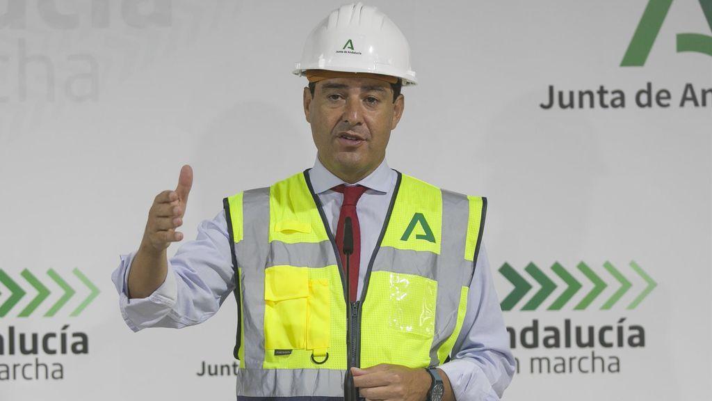 """Juanma Moreno aconseja a los andaluces que  """"eviten las reuniones familiares"""" tras las cifras récords de muertes y contagios"""