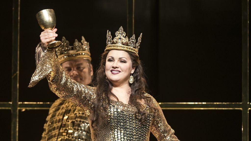 La estrealla de la ópera Anna Netrebko, hospitalizada por conarivus
