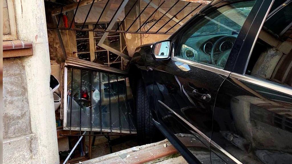 """María Lapiedra estrella su coche contra un edificio: """"¡Qué susto!"""""""