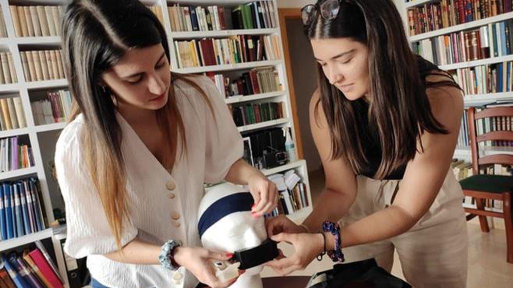 Dos estudiantes ganan un concurso internacional al crear una mascarilla no invasiva para enfermos crónicos