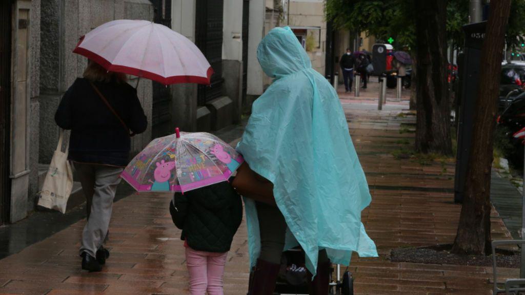 Madrid cierra El Retiro y otros ocho parques al activarse la alerta roja por la climatología