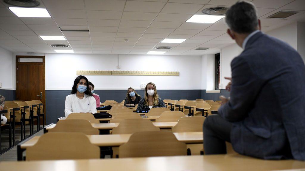 Un profesor de la UAB se niega a llevar mascarilla y amenaza con suspender a los alumnos que lo hagan