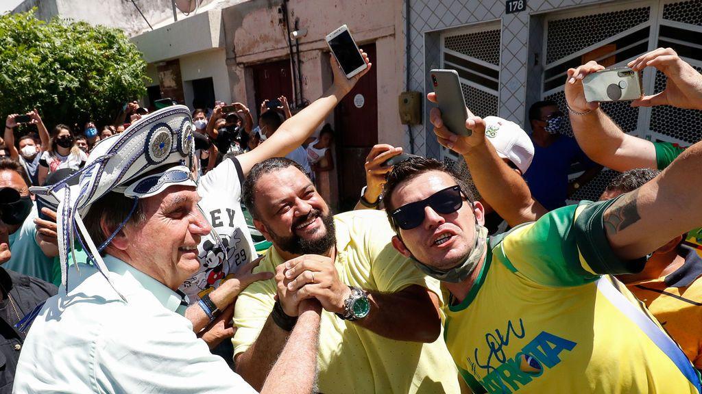 """Bolsonaro dice que """"quedarse en casa"""" para evitar COVID-19 es de débiles"""