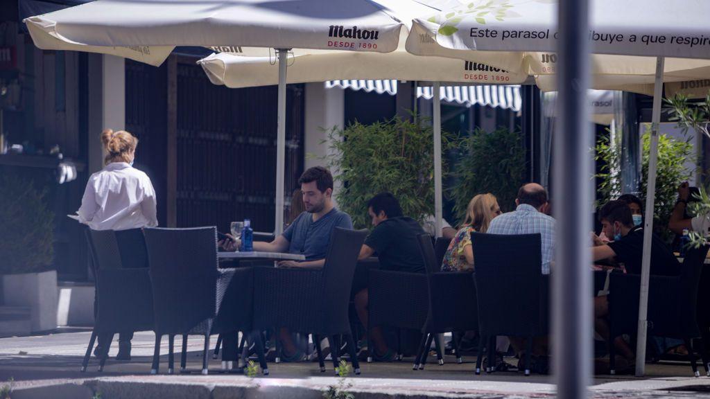 Hosteleros madrileños piden a Ayuso una indemnización de 1.000 euros diarios en las zonas restringidas