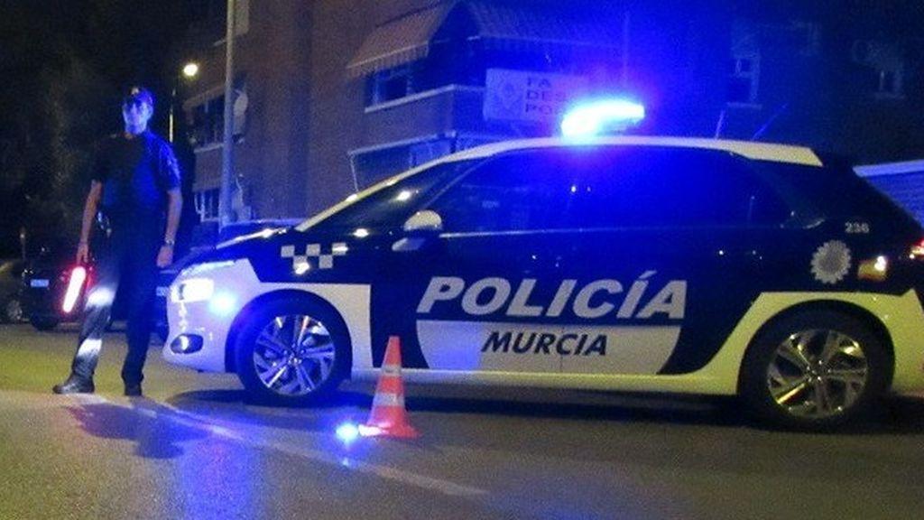 Disuelta una fiesta en la calle con más de 200 personas en Murcia
