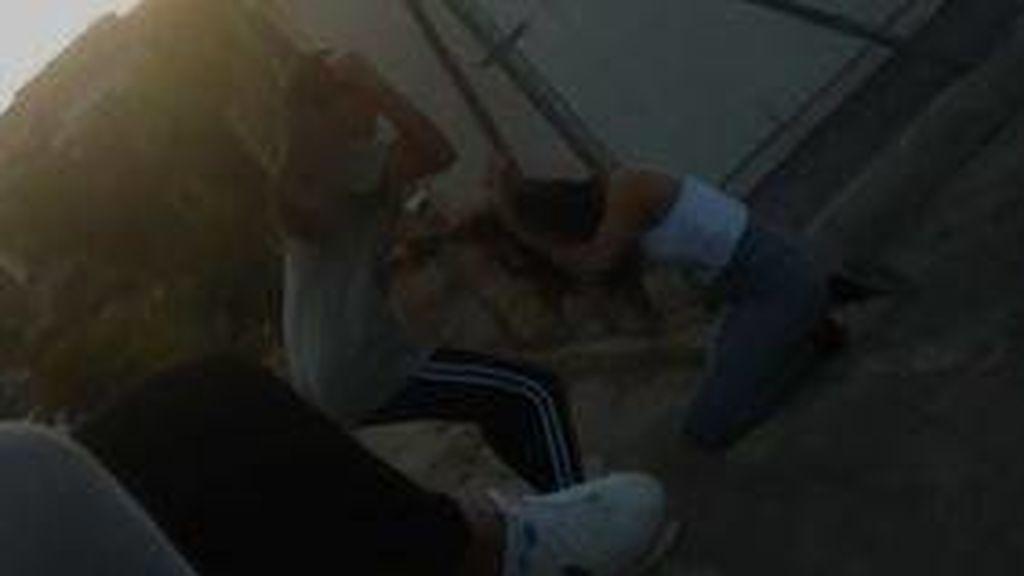 Una adolescente propina una paliza a otra en Jaén sin que la detenga el resto de sus amigos