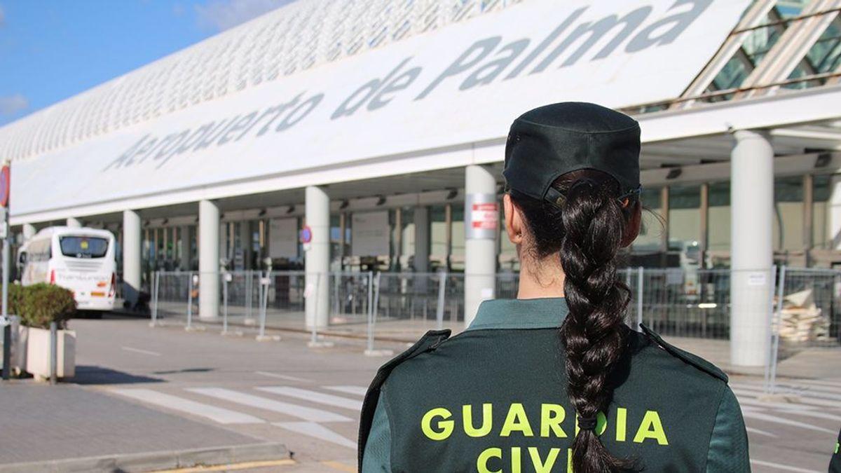 Detienen a un pasajero por arrancar de un mordisco la oreja de otro en su llegada a Palma desde Inglaterra