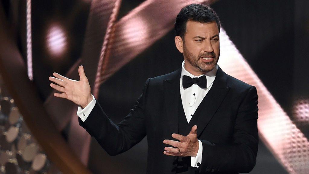 """Con esmoquin de """"materiales peligrosos"""": la entrega de premios """"segura y con clase"""" de los Emmy 2020"""