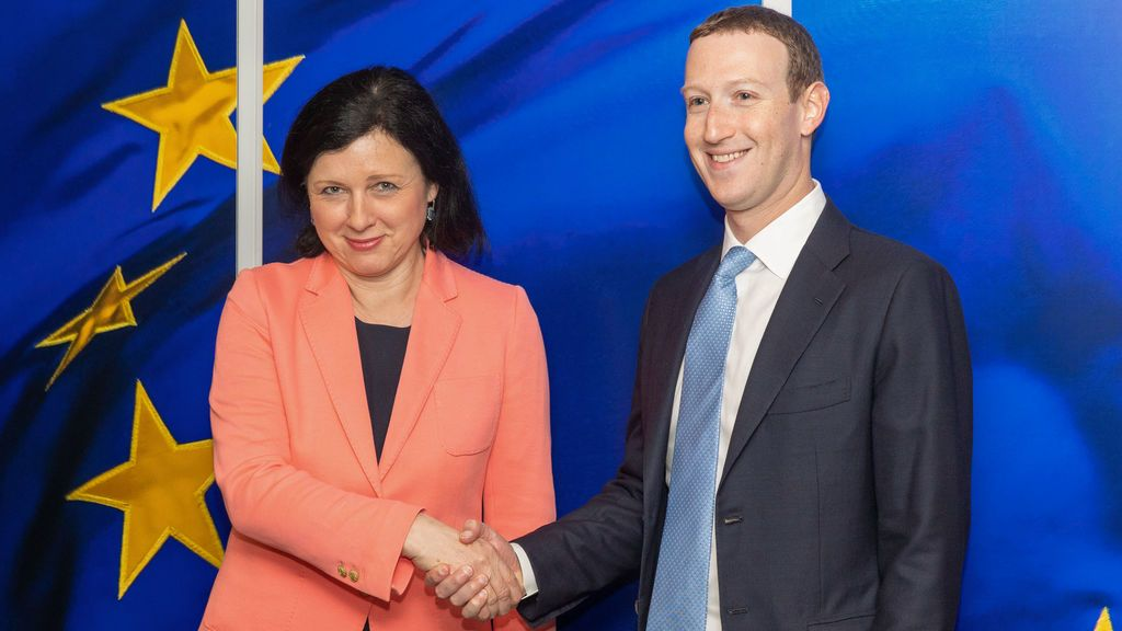 Facebook amenaza con irse de Europa si le prohíben mandar datos de usuarios europeos a EEUU