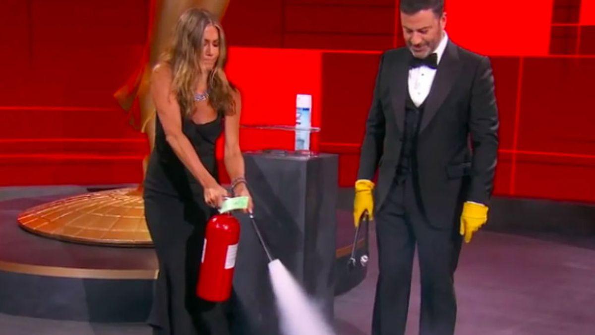Jennifer Aniston, apagando el fuego en los Emmy 2020