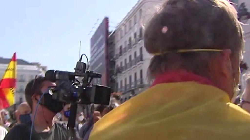 Rodean e insultan a un cámara de 'Cuatro al día'