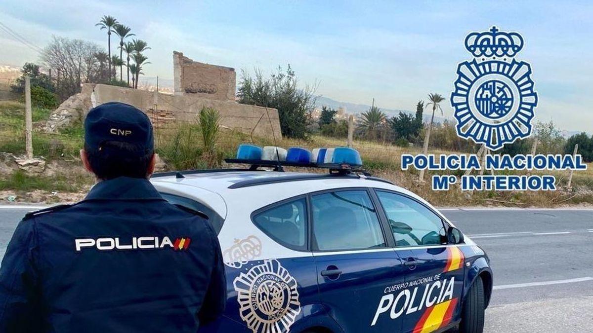 Encuentran el cadáver de una mujer con la cabeza ensangrentada junto a un parque infantil de Madrid