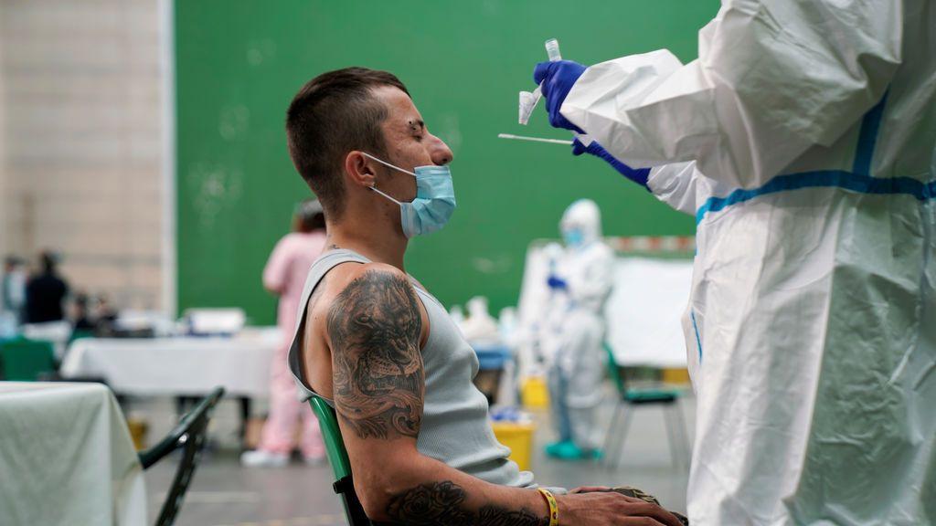 Sanidad notifica 31.428 casos de Covid-19 este fin de semana y 168 muertes más