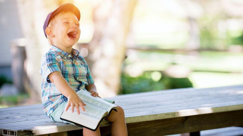 Imitación, libertad de elección y tener su propia biblioteca cerca: trucos para fomentar la lectura en los niños