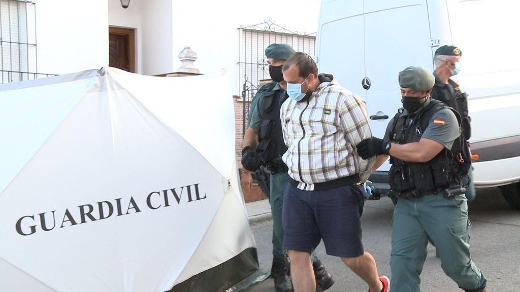 Concluye tras casi diez horas la tercera visita del detenido por la muerte de Manuela Chavero a su domicilio