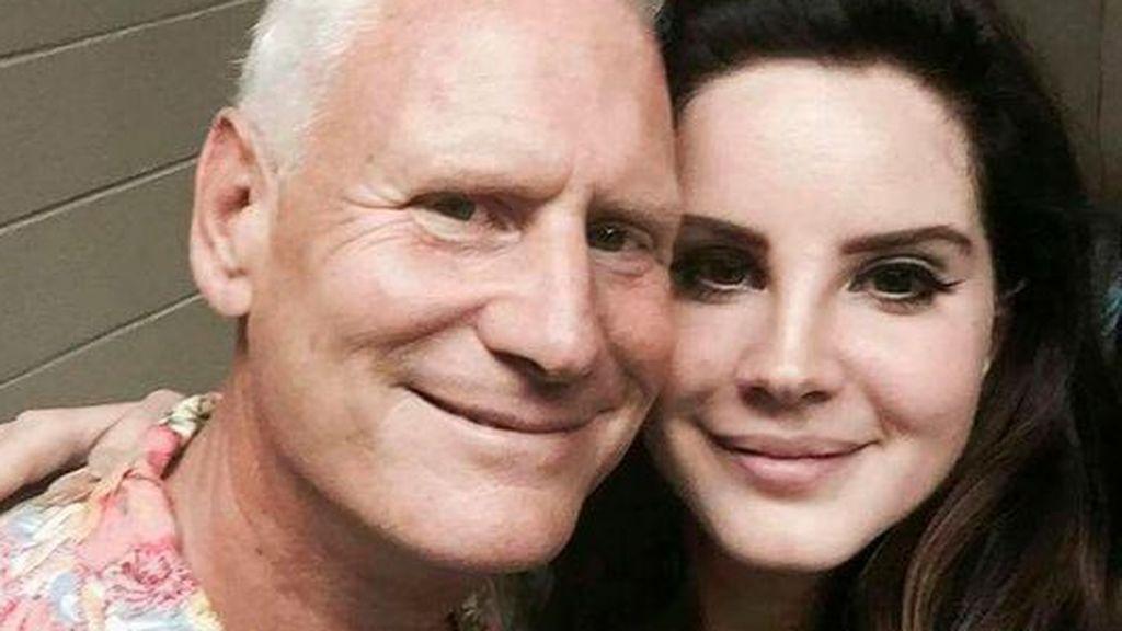 Lana del Rey es hija de Rob Grant, un empresario dedicado a los dominios de internet.