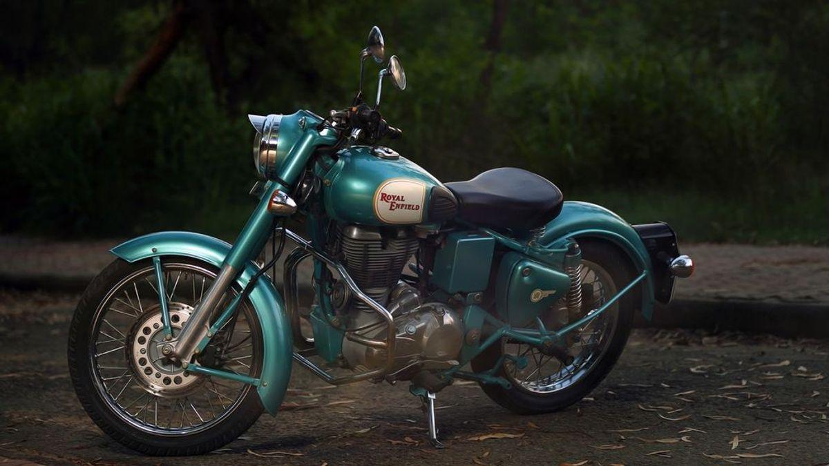 Cinco motos custom con un diseño de película