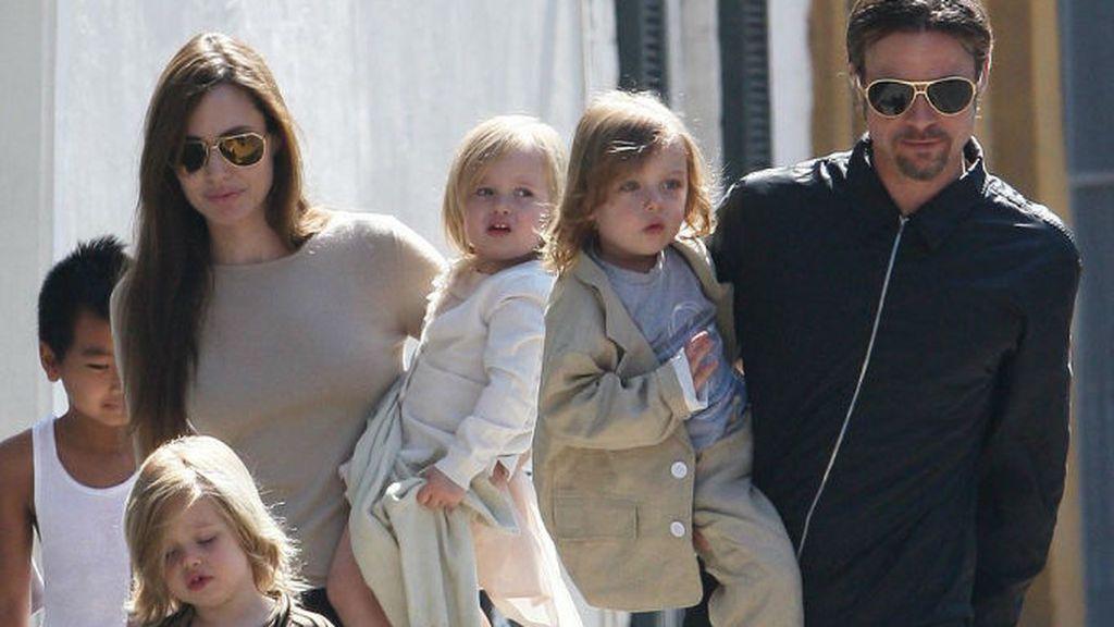 Los pequeños Vivienne y Knox nacieron en el verano de 2008 en Francia.