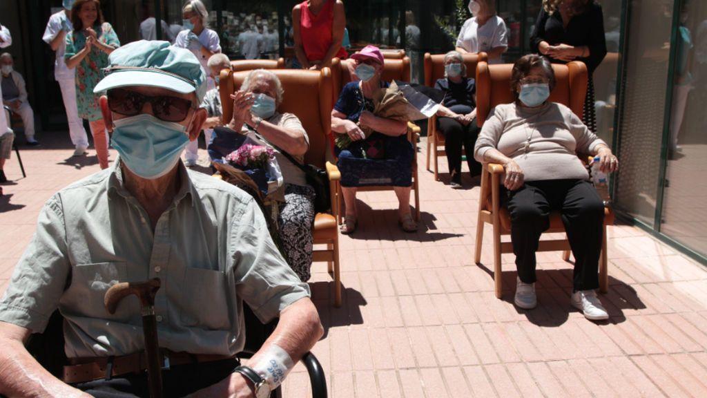 La esperanza de vida disminuye casi un año por el impacto del coronavirus, según el INE