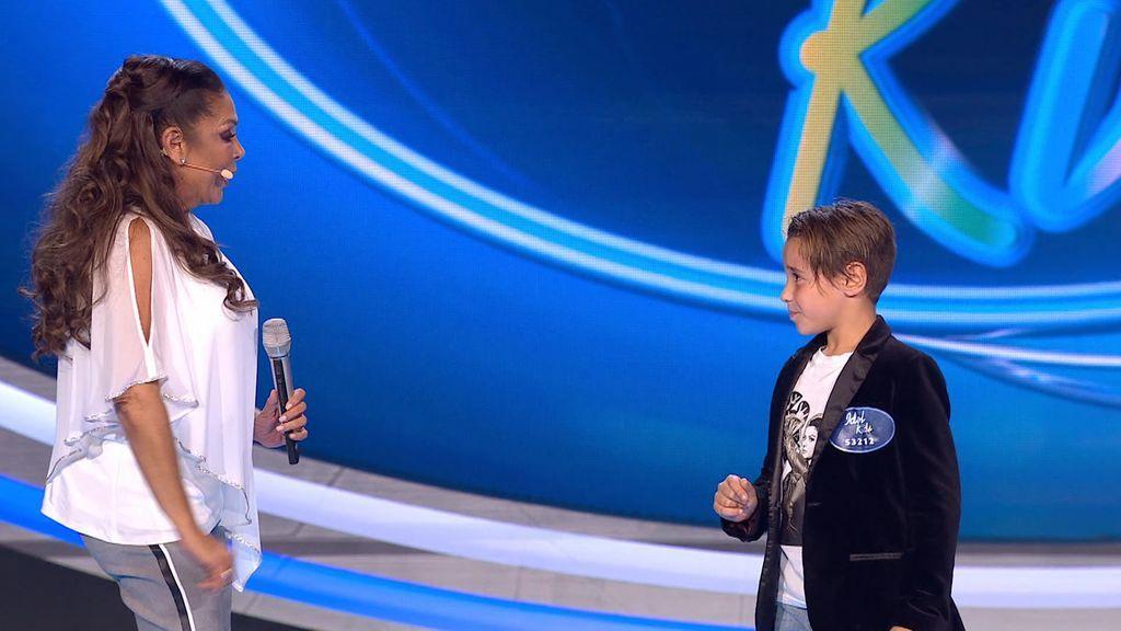 Álex canta una copla de Isabel Pantoja
