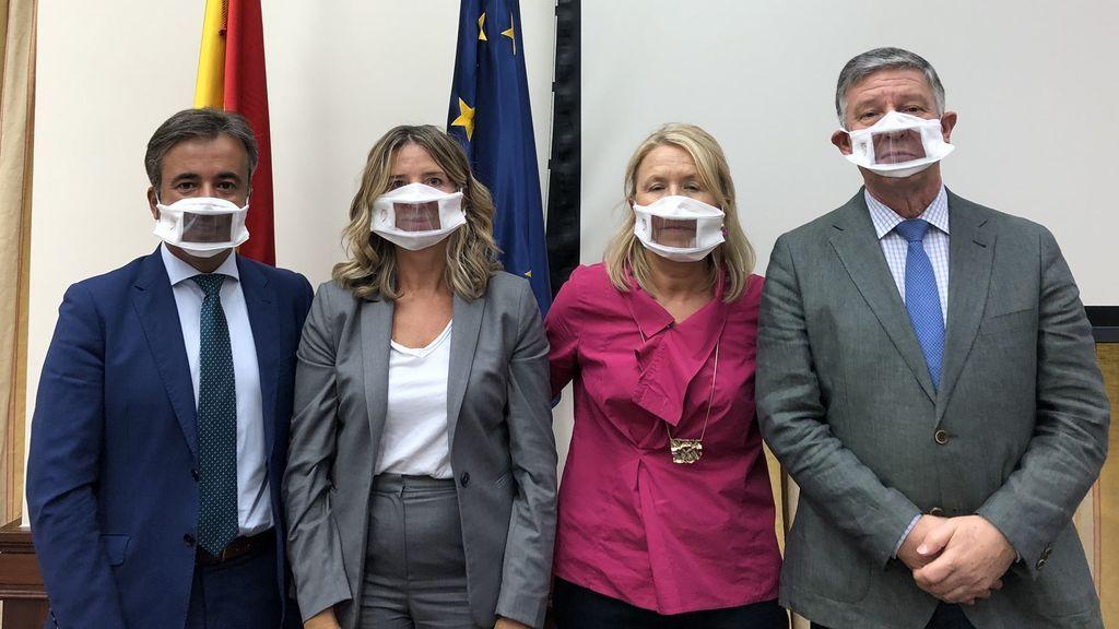 Las mascarillas para leer los labios entran en el Congreso de los Diputados