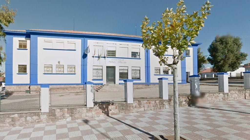 Detenido un padre en Jaén tras toser en la cara y agredir a la directora de un colegio que registró un caso de coronavirus